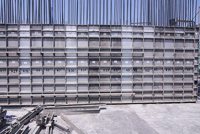 Thi công cốp pha cột tầng 11 và cốp pha sàn tầng 12 block Mecury
